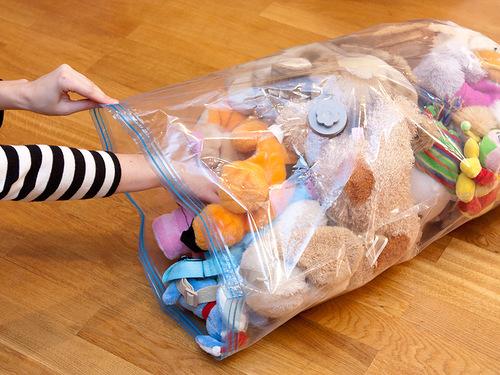Убрать мягкие игрушки