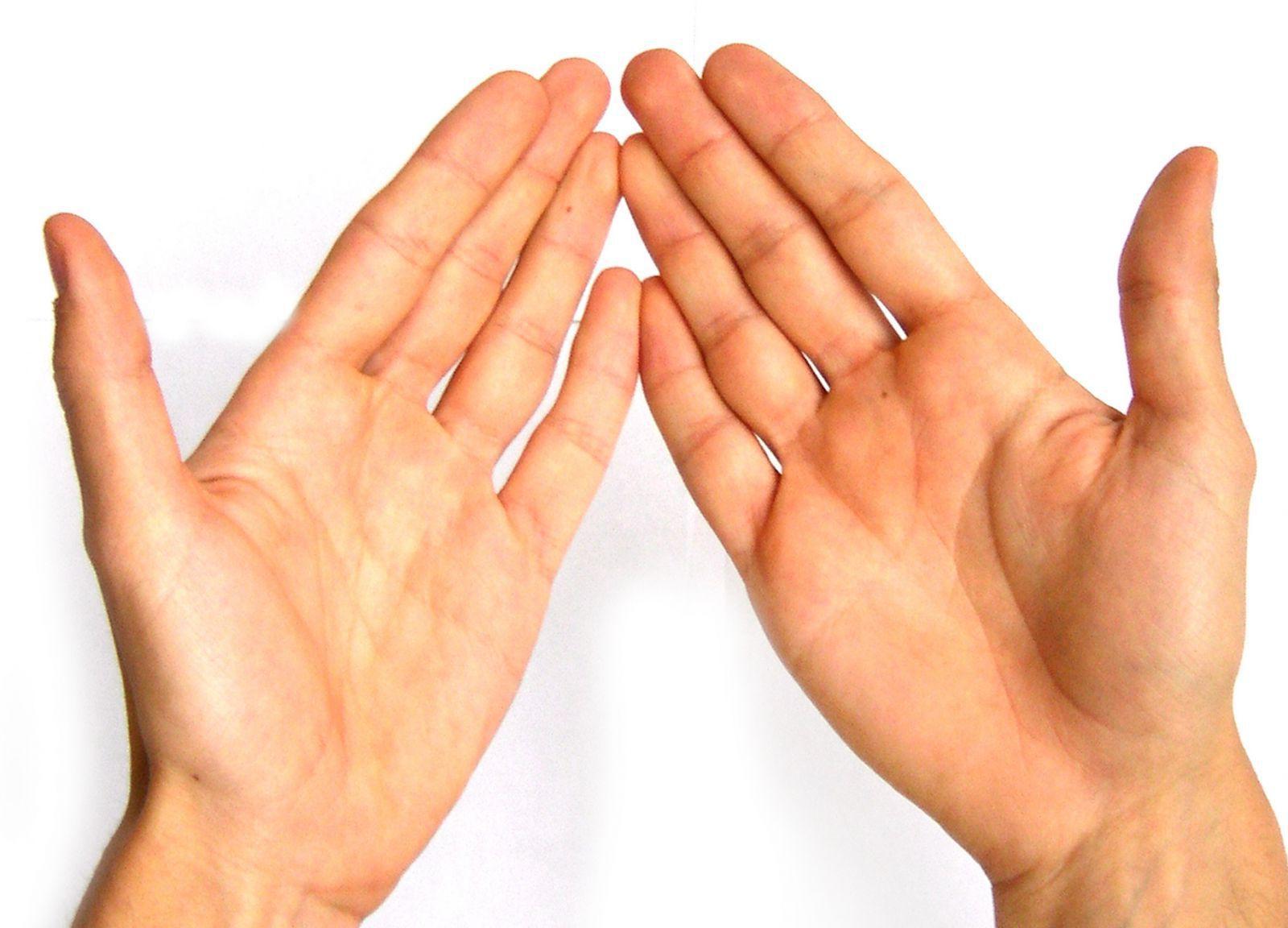 Правой рукой касаюсь своей левой руки