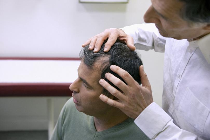 Фурункул на голове в волосах